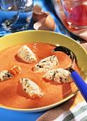 Tomatensuppe mit feinen Teignocken