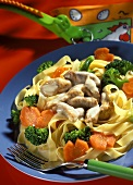 Ribbon noodles with pork, carrots and broccoli