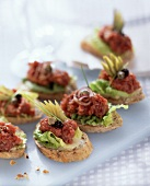 Spicy tartar slices with caviare and capers