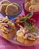 Crostini con l'uovo (Crostini with scrambled egg, shrimps & dill)