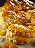 Puff pastries with apricots