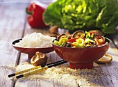 Curried shiitake and Chinese cabbage with rice in bowls