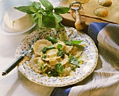 Ravioli con pesto alla genovese (ravioli with pesto, Italy)