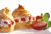 Cream puff with strawberries and cottage cheese