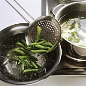 Blanching green beans (refreshing in iced water)