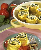 Green pasta rolls with spinach and tomato sauce