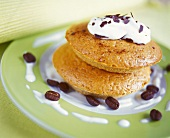 """""""Coffee in cake cake"""" with cream and mocha beans"""