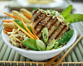 Tuna with Chinese noodles, vegetables and sesame
