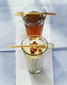 Joghurt mit Honig und Walnüssen im Glas