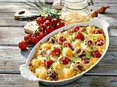 Tomato and meat gratin with cheese and chives