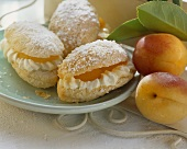 Filled puff pastry with apricots and cream