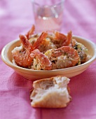 Jumbo prawns in salt with white bread and wine