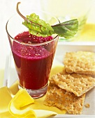 Beetroot and apple drink with sesame; crispbread