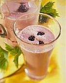 Blackberry smoothie with yoghurt