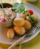 New potatoes with cream cheese (Obatzta)
