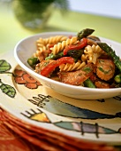 Fusilli with chicken breast, green asparagus and peppers