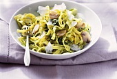 Tagliatelle con pesto alla rucola (Pasta with rocket pesto)