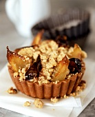 Tortino alla frutta (Pear & fig tartlet with crumble topping)