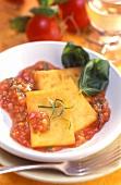 Polenta con salsa di pomodoro (Polenta with tomato sauce)