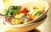 Tagliatelle al pomodoro (Bandnudeln mit Tomaten & Basilikum)