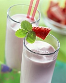Strawberry milk with liqueur, with fresh strawberry garnish