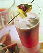 Whey drink with figs and lemon wedges
