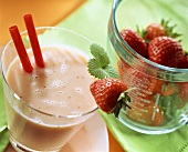 Peach buttermilk shake with strawberries