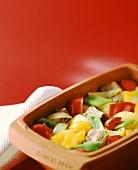 Fleisch und Gemüse im Römertopf