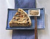 Quiche asiatisch mit Schweinefilet und Pilzen; Sesamsamen