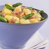 Bean stew with potatoes, apples and bacon (Stamppott)
