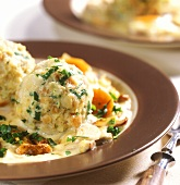 Bread dumplings with creamed mushrooms and parsley