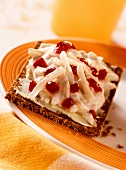 Pumpernickel with pear quark and cranberry compote