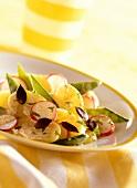 Leichter Kartoffelsalat mit Zuckerschoten und Radieschen