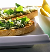 Crostini alla crema di pollo (chicken & rocket spread on toast)