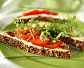 Wholemeal bread with sesame, tomatoes and fresh herbs