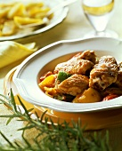 Pollo e peperoni (Geschmortes Hähnchen mit Paprikagemüse)