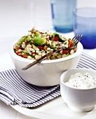 Bohnen-Brokkoli-Salat und saure Sahne