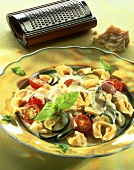 Tortellini with vegetables and cheese sauce