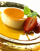 Crème caramel with strawberries