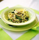 Spaghetti arrabbiati agli asparagi (Spicy pasta dish)