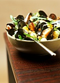 Mussels with mustard sauce, potatoes and rocket