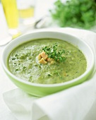 Creamed courgette soup with salmon and thyme