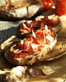 Garlic bread with tomatoes and ham