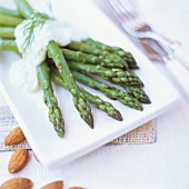 Green asparagus with dill sauce