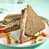 Wholemeal sandwich with turkey breast and vegetables