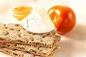 Crispbread with Camembert; tomato; jam