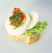 Canapé with egg, caviare and cress