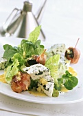 Salad with blue cheese, bacon-wrapped plums and apricots