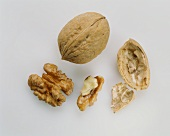 Walnuts, shelled and unshelled
