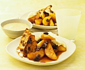 Apples with raisins and cinnamon toast; custard